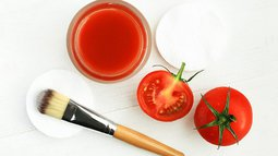 Tomato face mask for natural beauty care.